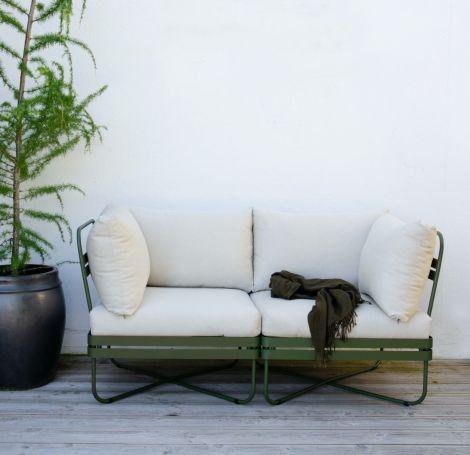 Ygg & Lyng Bris 2-seters utendørs modulsofa Deep Olive / Natur